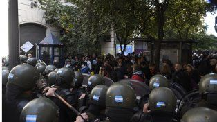 Gendarmería impidió el ingreso de la multisectorial e hirió al concejal Eduardo Toniolli