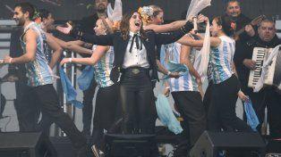 El tifón de Arequito. Soledad hizo bailar a todos desde el escenario.
