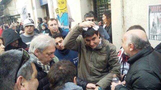 Herido. El concejal Eduardo Toniolli fue golpeado.