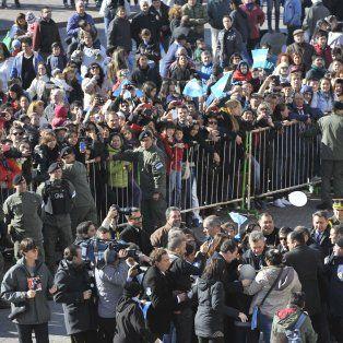 El presidente llegó hasta el Monumento y encabezó el acto de toma de promesa a chicos de cuarto grado.