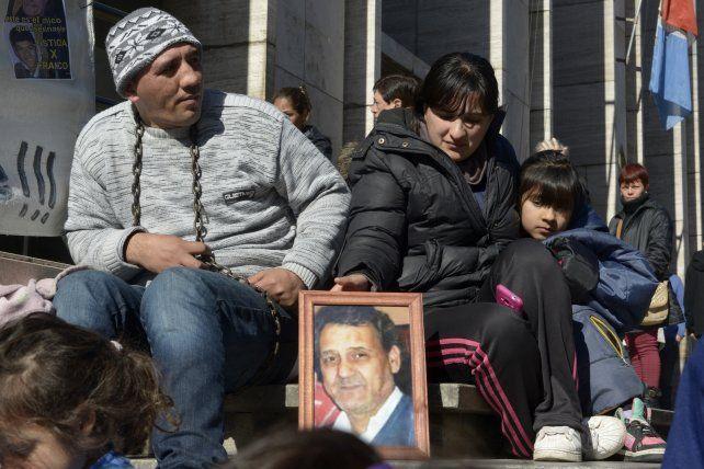 Encadenado. Miguel es hijo del remisero asesinado en Villa G. Gálvez.