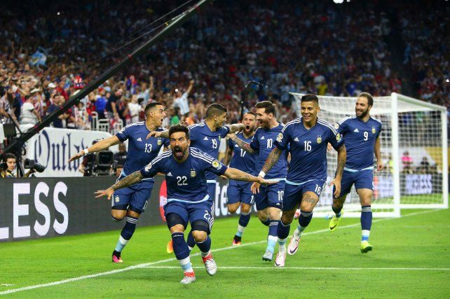 El festejo de Lavezzi y sus compañeros tras el 1-0