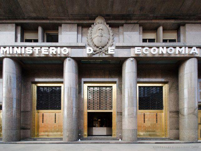 El Ministerio adjudicó el aumento del déficit público a los aumentos otorgados en asignaciones universales