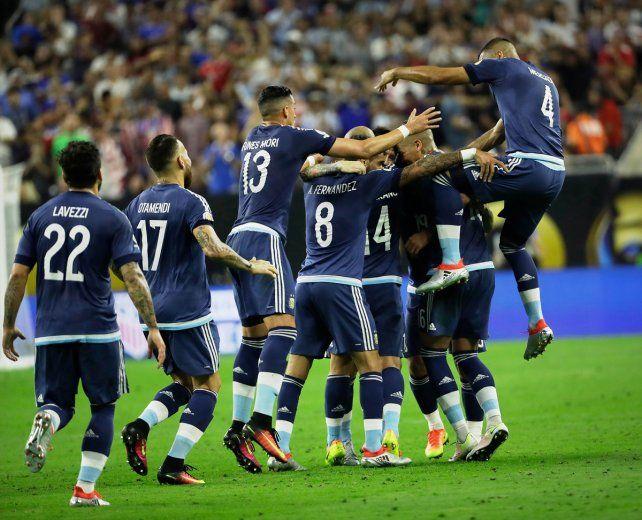 Argentina goleó por 4-0 a Estados Unidos y se metió en la final.