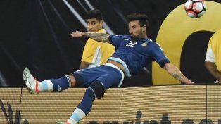 El Pocho Lavezzi cae sin atenuantes y sufre la fractura de su brazo.