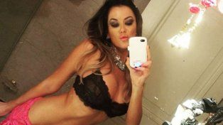 Se filtraron fotos de Karina Jelinek cuando se bañaba desnuda en la ducha
