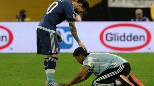 El pibe que se rindió a los pies de Messi transmitió en vivo su ingreso al campo de juego