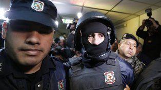 Pérez Corradi es escoltado a la corte en Paraguay.
