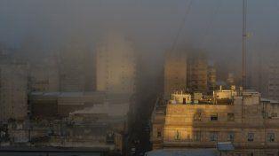 Los bancos de niebla seguirán hasta mañana y Seguridad Vial recomendó evitar salir a las rutas