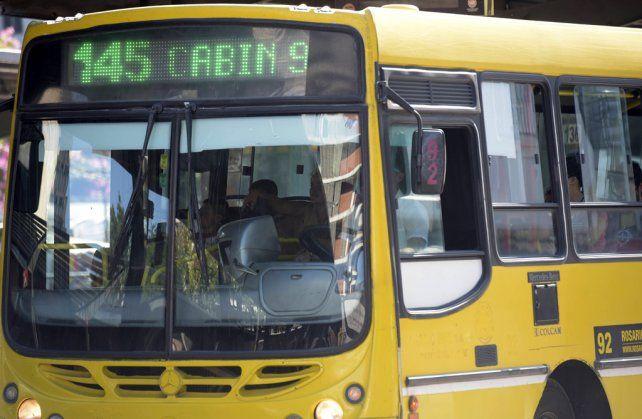 Siempre presentes. Los colectivos amarillos de Rosario Bus pugnan por estar en el nuevo sistema.