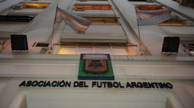 La AFA debe actualizarse. No puede funcionar con tantos directivos. Monserrat Jiménez.