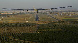 El Solar impulse encara este jueves la pista del aeropuerto de Sevilla.