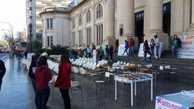 Estudiantes de Medicina organizan una ñoquiada para reclamar por el comedor univeristario