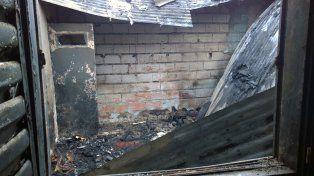 La vivienda donde vivía Ortiz quedó totalmente destruida por el fuego.