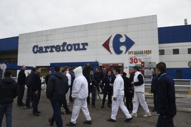 Los trabajadores de Carrefour recibieron varios telegramas de despido hoy.