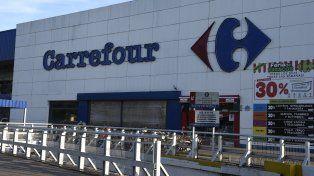 Las sucursales de Carrefour permanecen cerradas por el conflicto desatado por el despido de trabajadores.