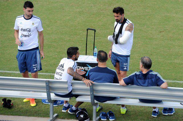 Lavezzi fue operado con éxito y el domingo apoyará al equipo argentino.