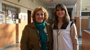 La primera maestra Luisa Guerrero de Tassi y la actual directora Graciela Smerilli.