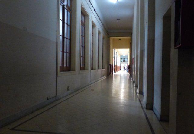 Vulnerables. Los pasillos del Normal Nº 2 no parecen ser muy seguros.