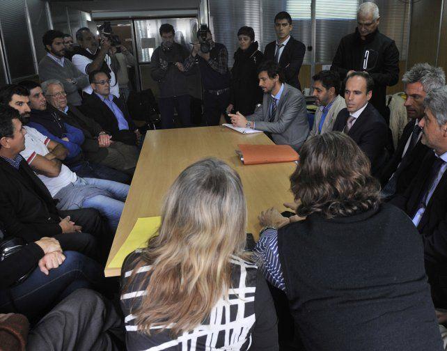 Audiencia. Empleados y supermercadistas se vieron las caras ayer en el Ministerio de Trabajo