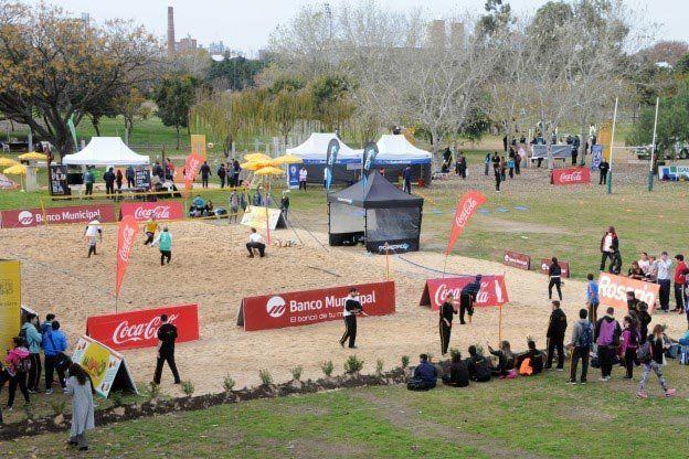 Canchas al paso. En el parque Scalabrini Ortiz se montaron espacios para realizar actividades deportivas.