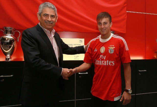 Cervi llegó a Benfica y firmó un contrato por cuatro años.
