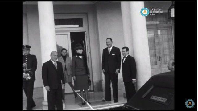 Quinta. El ex presidente Juan Perón y su esposa Isabel salen de Olivos rumbo al Congreso el 1º de mayo de 1974.