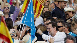 De campaña. Las encuestas pronostican que el conservador Mariano Rajoy y su Partido Popular volverán a ganar.