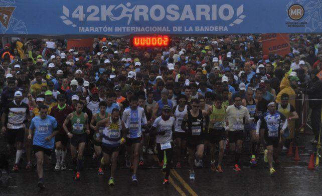 Unos cinco mil corredores participan del Maratón Internacional de la Bandera