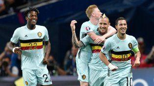 El seleccionado belga vapuleó por 4-0 al húngaro y avanzó a cuartos de final.