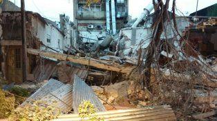 Los daños tras la explosión en el laboratorio de Alem al 2900.