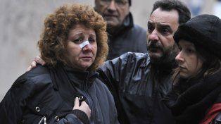 En shock. Susana Sánchez no salía ayer de su estupor. Su marido está en terapia y a su hijo lo encontró entre los escombros.
