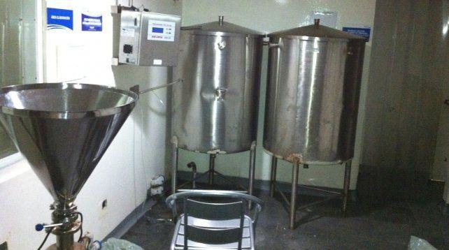 En problemas. En 2012 los empleados del laboratorio difundieron fotografías en las que se veían los tanques abollados y con arreglos precarios.