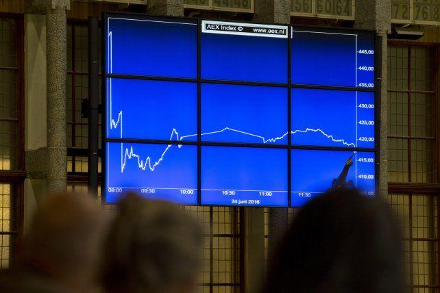 Impacto económico. En la Bolsa de Amsterdam también se sintió el efecto financiero del Brexit.