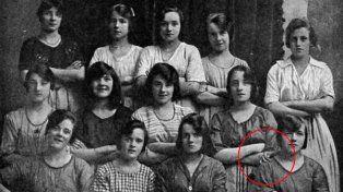 Descubrí el escalofriante detalle que esconde una foto que fue tomada hace más de un siglo