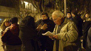 Encuentro en la calle. Los afectados evaluaron los pasos a seguir.