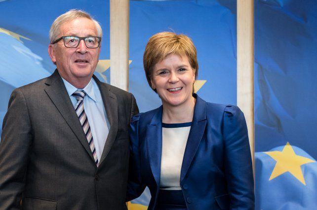 Tope. Sturgeon y el líder de la CE
