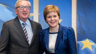 Tope. Sturgeon y el líder de la CE, Jean-Claude Junker, en Bruselas.