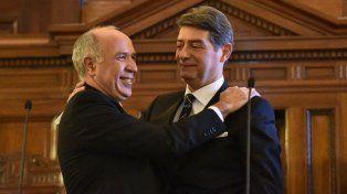 Comprovincianos. Ricardo Lorenzetti, presidente de la Corte, le tomó juramento a Horacio Rosatti.