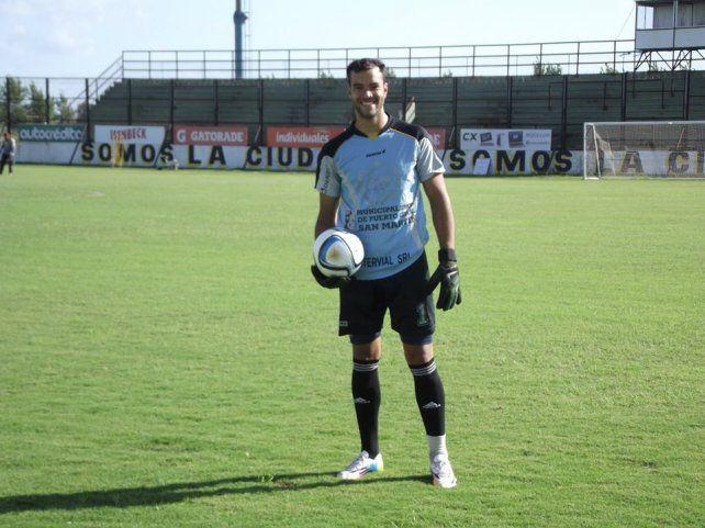 El uno.Leonardo Romero se ilusiona con jugar para el equipo de Oscar Santángelo en la C.