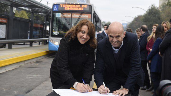 La intendenta inauguró el Metrobus con el ministro Dietrich.