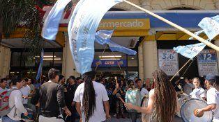 Los empleados de comercio están en alerta por la situación en Supermercados Coto.