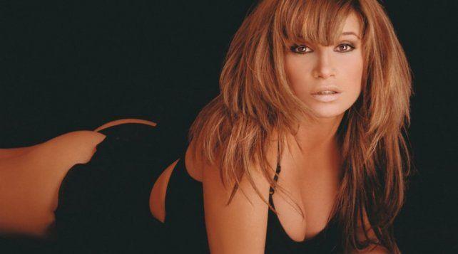 Florencia Peña exhibió su lado más sensual con un tremendo topless y muy poca ropa