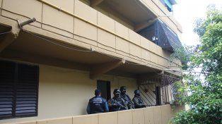 en el fonavi. Los efectivos apresaron a Héctor Pancho A. y su esposa en el complejo de Grandoli y Gutiérrez.