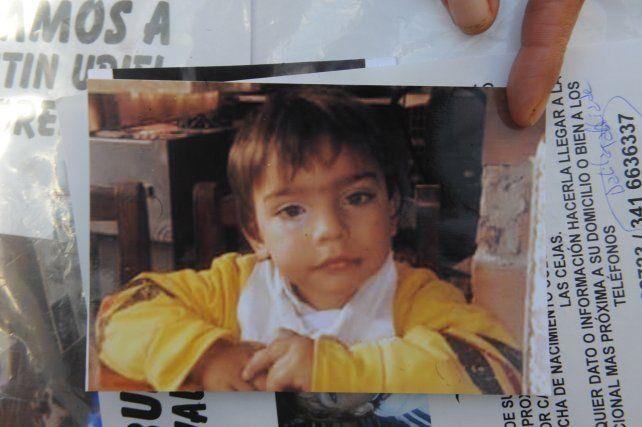 la búsqueda. Familiares del pequeño habían difundido fotos para ver si alguien lo había visto con vida.