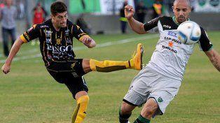 Cambia de camiseta. Amoroso jugó el último año y medio en Olimpo, club en el que lo dirigió Diego Osella. El entrenador rojinegro lo pidió y ya lo tiene.