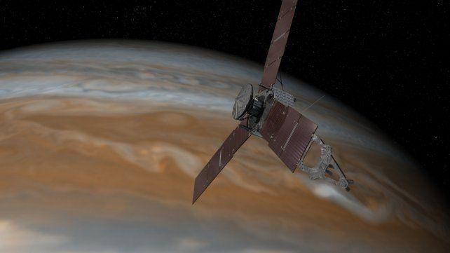 La sonda Juno se aproxima a Júpiter.