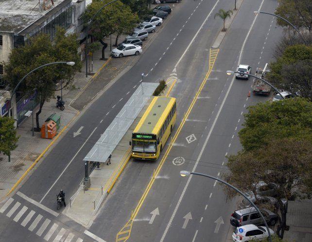 El Metrobus comenzó a funcionar ayer en avenida Alberdi.