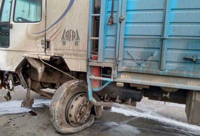 El camión que participó del accidente en la Ruta 21.