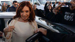 La expresidenta retorna a Capital Federal tras los allanamientos.